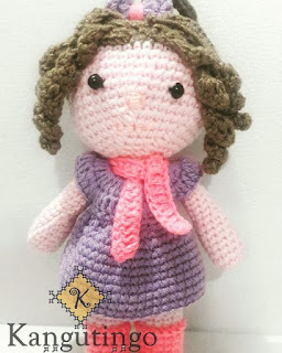 Muñequita amigurumi Fulares portabebés y tejidos a crochet kangutingo