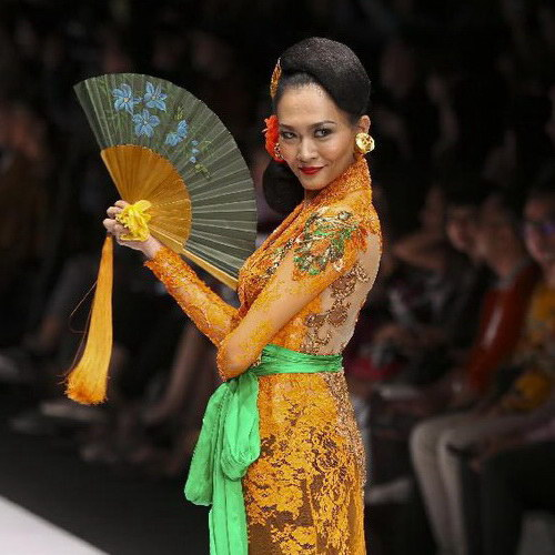 Tinuku.com JFW 2017, Anne Avantie brings Bali songket exotic in Kebaya fashion collection Jangi Jareng