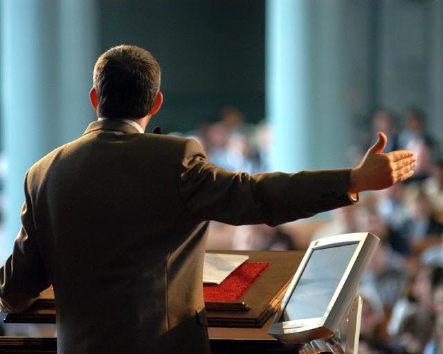 Predikimi, sherbesa, pastori, podiumi
