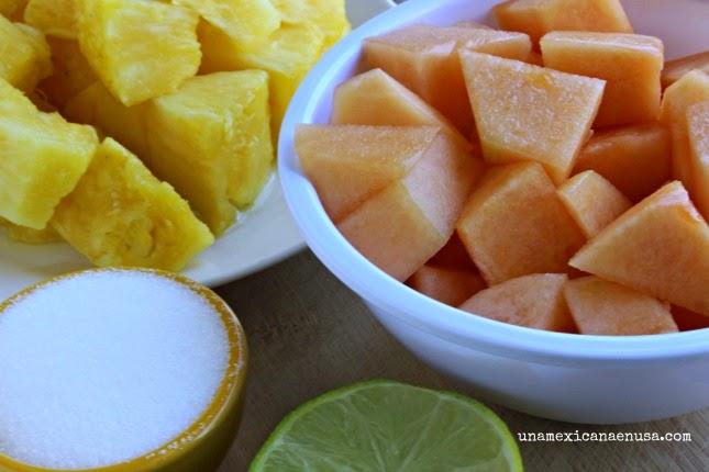 Deliciosa agua fresca de piña y melón by www.unamexicanaenusa.com