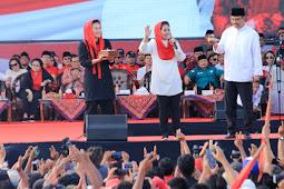 Ulang tahun Jokowi bergemuruh di kampanye akbar Gus Ipul-Puti