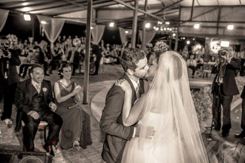 princesa-vestido-vera-wang-cerimonia-noivos-primeiro-beijo