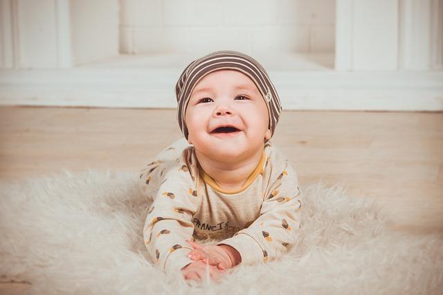 pertumbuhan bayi usia 4 bulan, perkembangan bayi 4 bulan, bayi 4 bulan, bayi, fisik bayi usia empat bulan