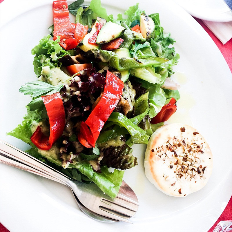 hearthy and healthy salads as a main meal, fit lunch/dinner idea
