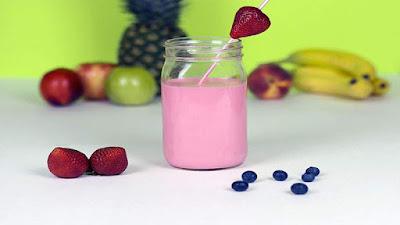 Meningkatkan metabolisme tubuh dengan jus strawberry