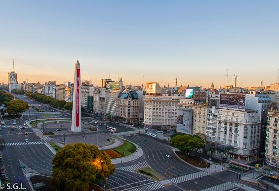 Avenida Corrientes en Buenos Aires. Argentina. Hoy compartimos-calles, caminos y carreteras