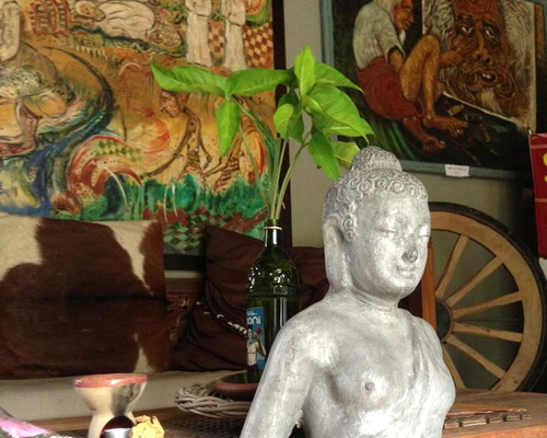 www.Tinuku.com Astuti Gallery and Homestay unifying painting artworks, furniture, Buddhism and aroma therapy concept