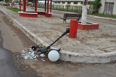 Resultado de imagem para atos de vandalismo iluminação tarauacá