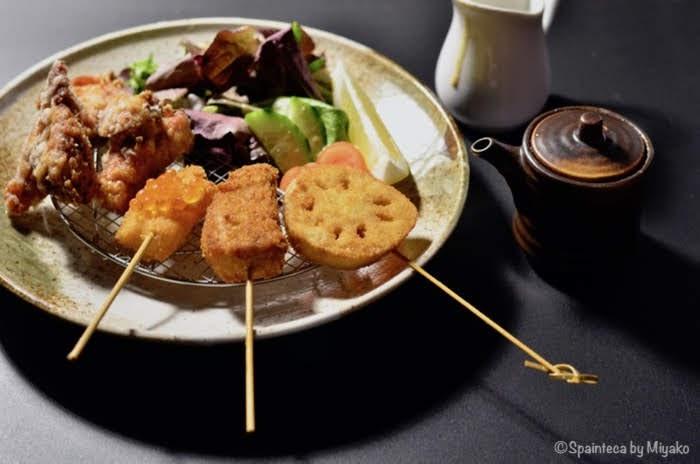 マドリードの王宮近くの日本食店の串揚げの盛り合わせ