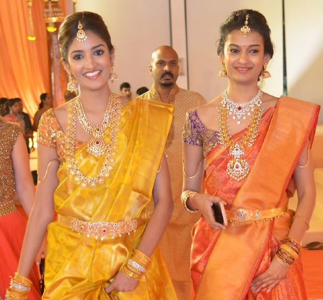 Pretty Ladies in Trendy Traditional Jewelry