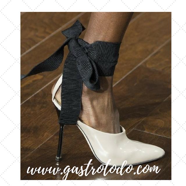 Toque informal de la lazada de tela para un zapato de vestir