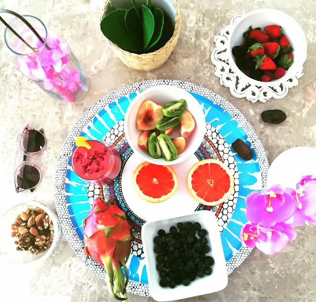 Raw Vegan Smoothie - Pomegranate & Berry Smoothie - Vegan Breakfast- Fitness Blogger Dubai - Vegan Dubai by Style Destino