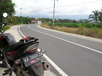 Hati-hati saat melewati jalan dari Pekon Barat menuju Kota Agung, Seram.....!!!