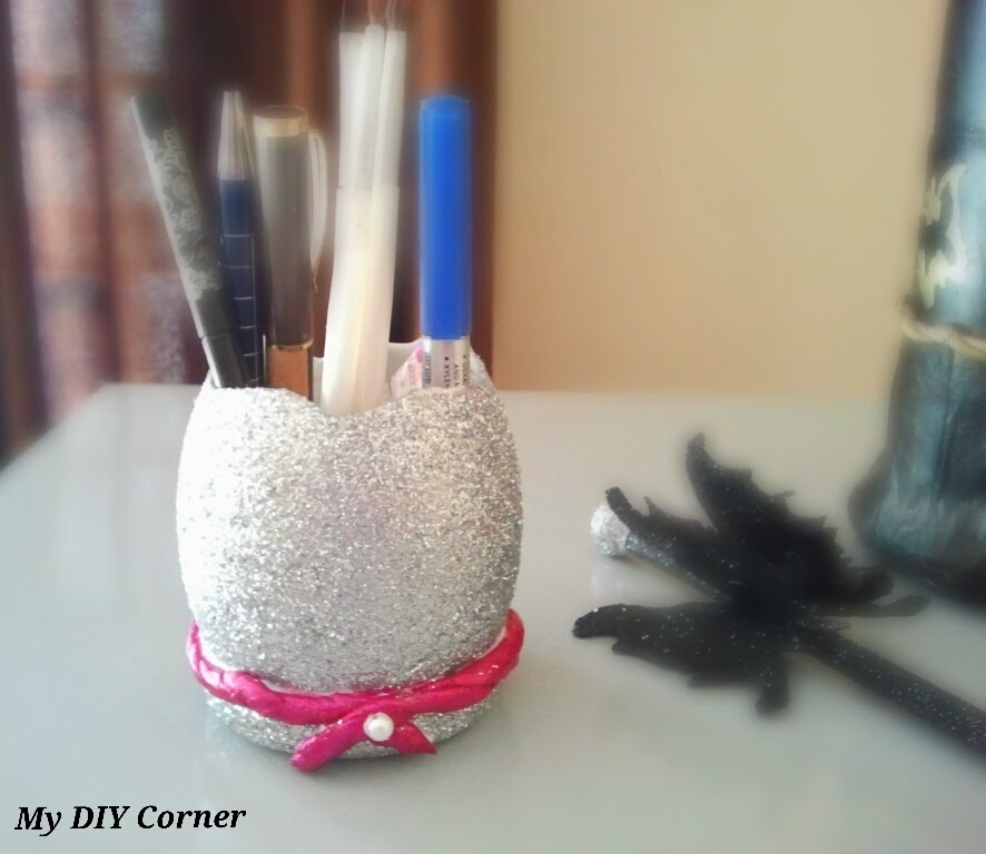 http://www.mydiycorner.in/recycle-diy-silver-glitter-pencil-brush-holder-2/