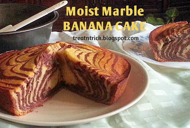 Moist Marble Banana Cake Recipe @ treatntrick.blogspot.com