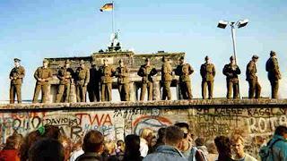 soldados muro de Berlin