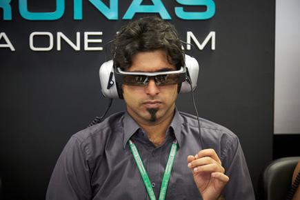 La F1 adopta las gafas inteligentes moverio de Epson para el tour de talleres