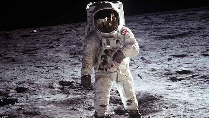 Kalimat Pertama yang Diucapkan Manusia di Bulan
