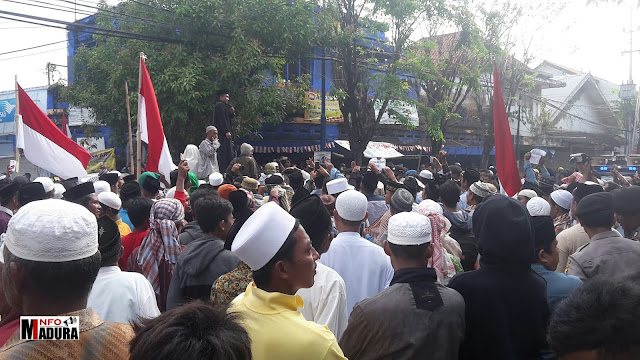 "Santri dan Pemuda Madura Tolak Kedatangan Ustadz Wahabi ""Syafiq Riza Basalamah"""