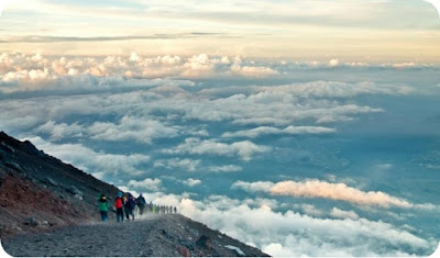 Temporada para escalar o Monte Fuji