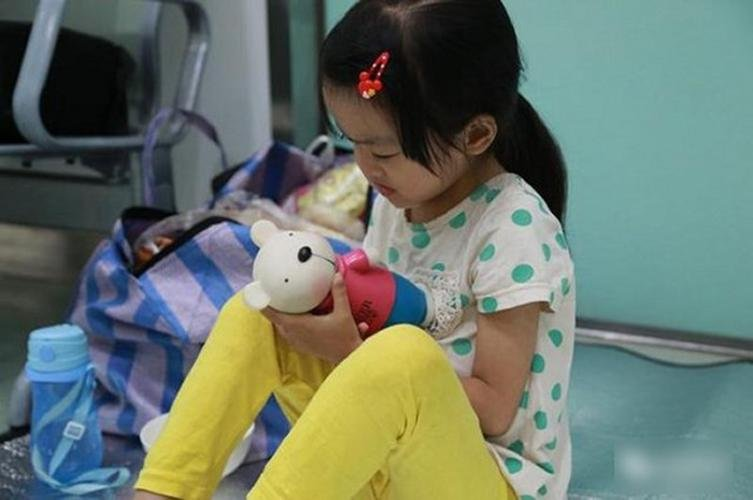 Wang Yue told her parents to spend the money on treatment for her one-year-old sister, who also suffers from the disorder.