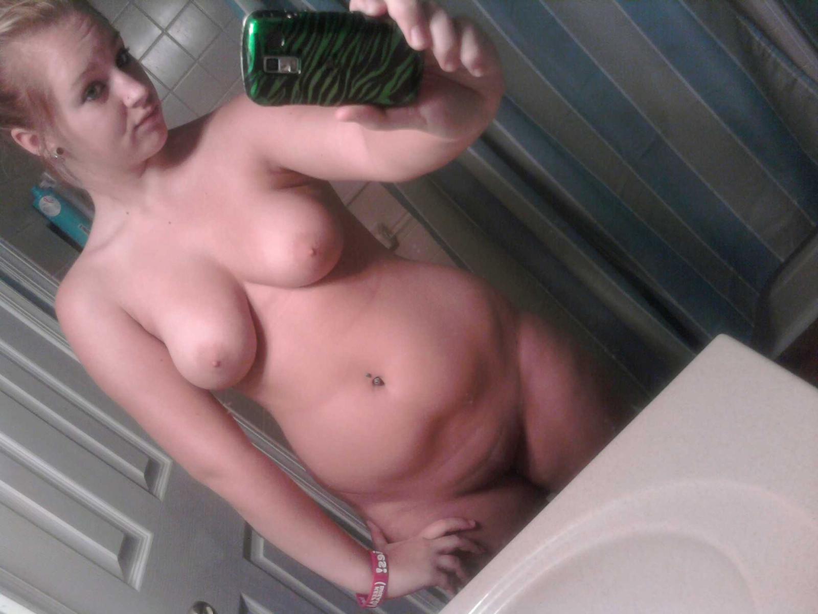 Girls in nude mirror posing