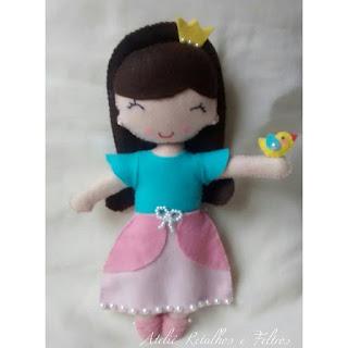 boneca de feltro para decoração