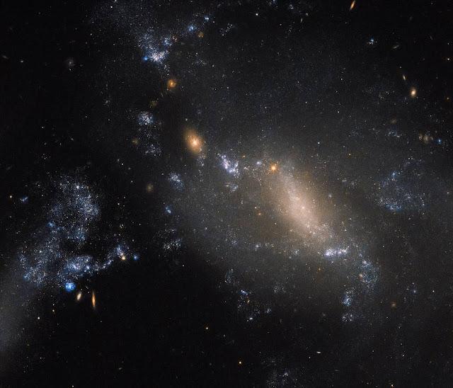 Дві Галактики. Фото Хаббла
