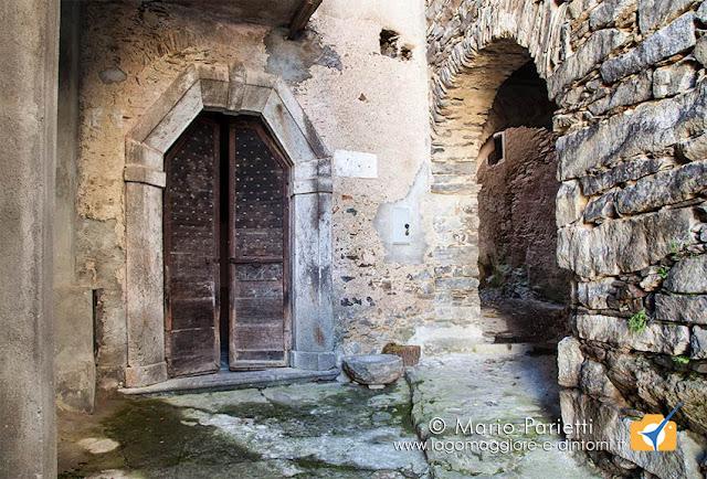 Falmenta, l'antico portone spagnolo