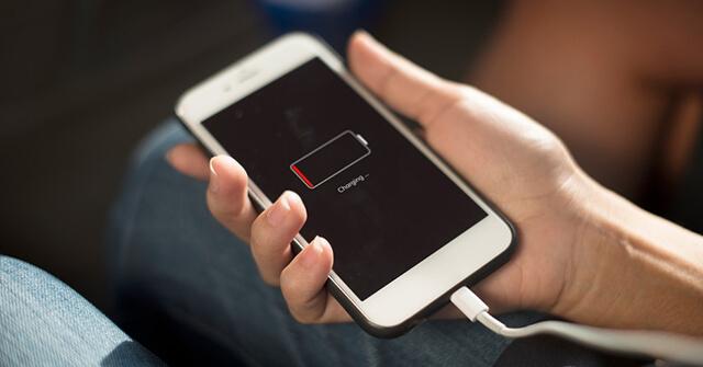 كيف تعرف ان أبل تبطئ هاتفك أيفون iPhone و ما هو الحل ؟