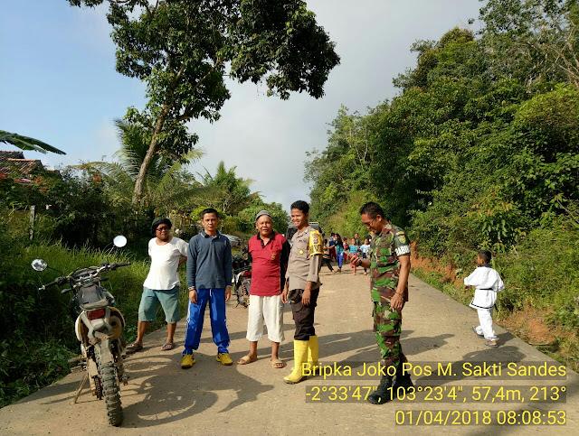 Polri, TNI dan Masyarakat Di Muba Laksanakan Pembersihan Parit Bersama