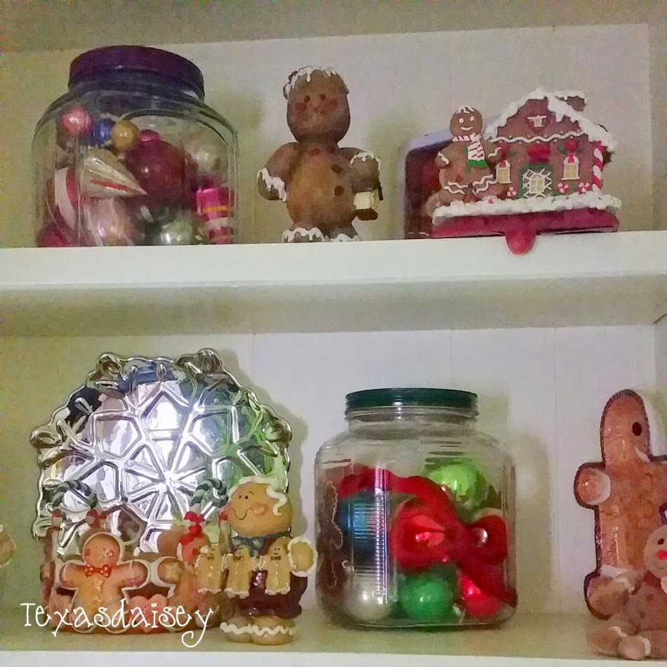 A Howard House Christmas Tour of A Gingerbread Kitchen 23