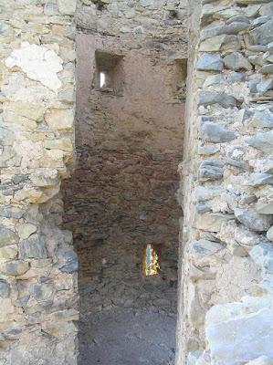 Beseit, Fortins de Cabrera, fortines de Ramón Cabrera , Beceite, ruinas, piedras, interior