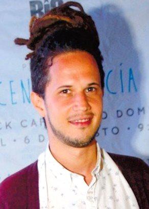 Foto de Vicente García con el cabello recogido