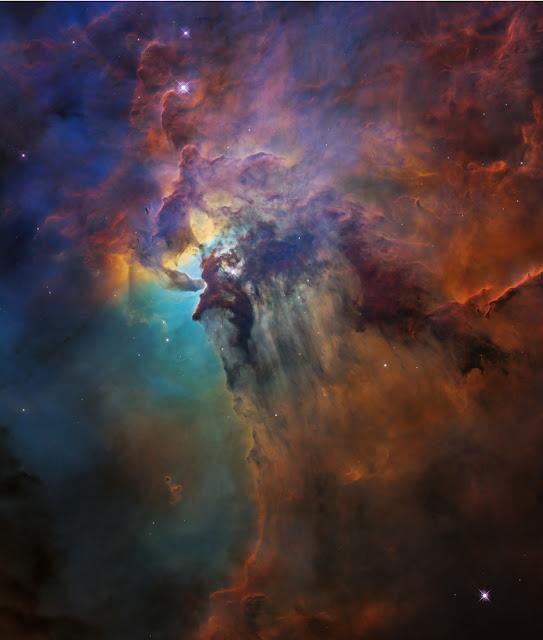 Hình ảnh mới nhất của Kính Viễn vọng Không gian Hubble chụp Tinh vân Lagoon trong chòm sao Sagittarius qua bước sóng ánh sáng khả kiến. Ở khoảng cách 4.000 năm ánh sáng so với chúng ta, đây là vườn ươm sao nổi tiếng với ngôi sao trẻ Herschel 36 ở giữa khung hình. Hình ảnh: NASA, ESA, and STScI.