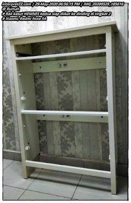 Gambar rak kasut IKEA siri HEMNES sudah siap dipasang ke dinding tinggal pasang lacinya sahaja.