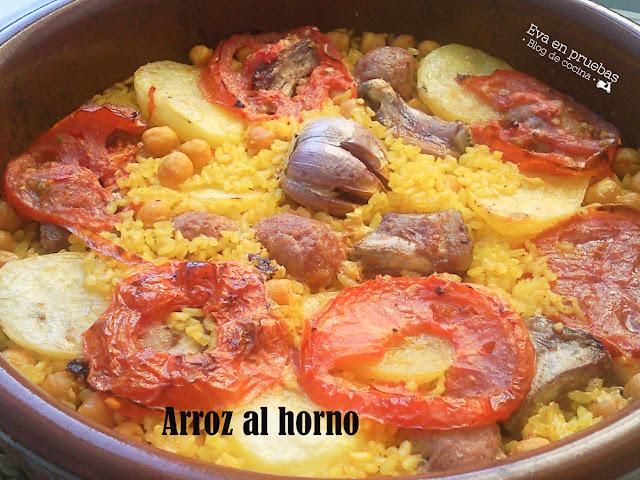 Delicioso arroz seco cocinado al horno