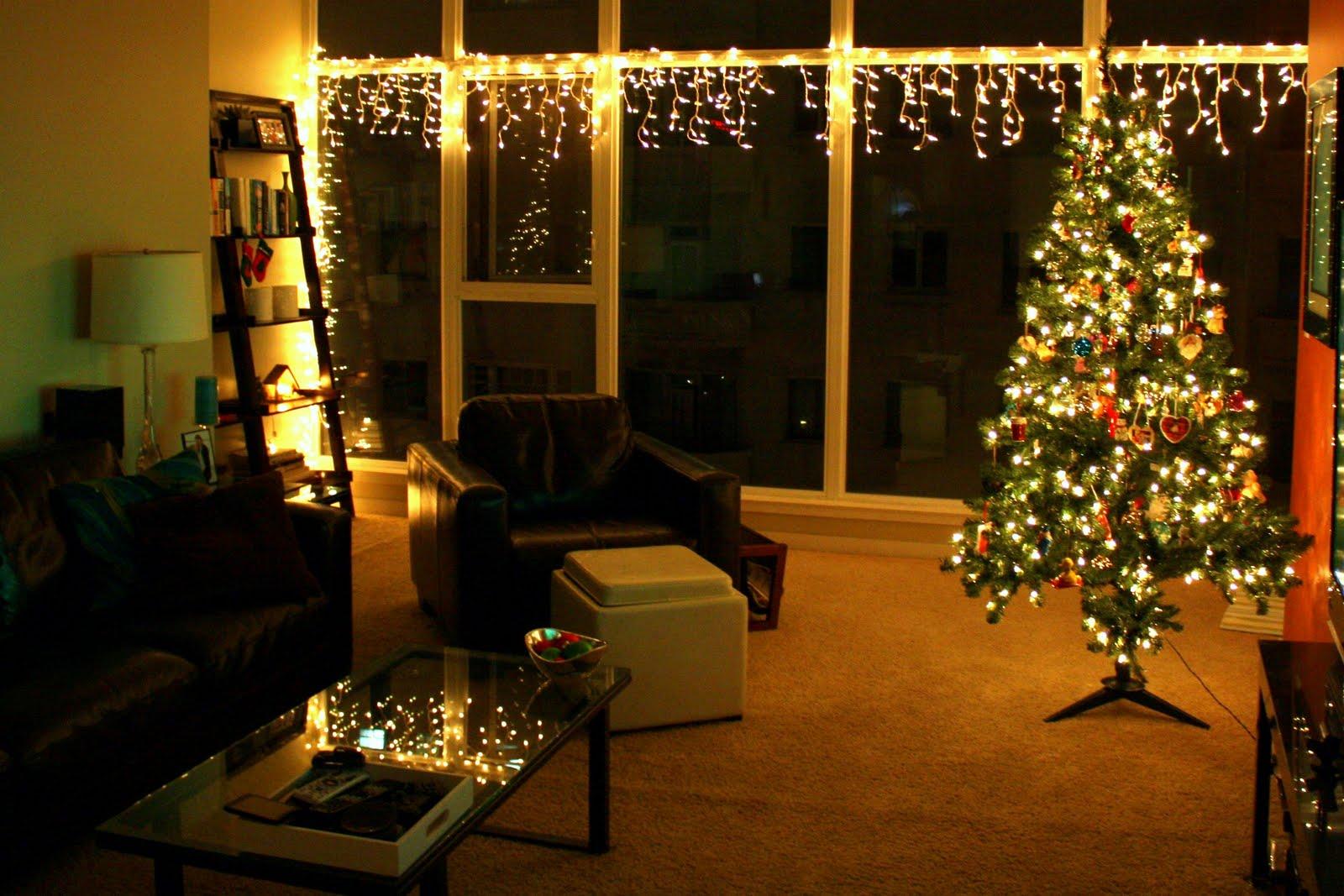 Newlyweds next door rockin 39 around the christmas tree - Christmas tree in living room ...
