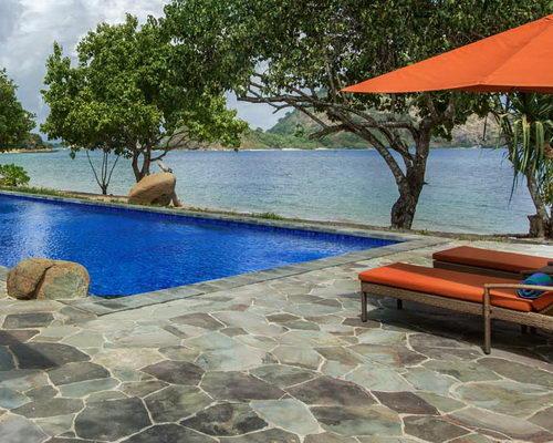 Tinuku.com Plataran Komodo Beach Resort & Spa luxury bathroom design closer to nature for relaxation and freshness