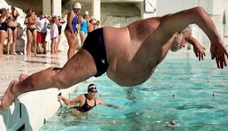 स्विमिंग पूल कि ऐसी दीवानगी जो शायद ही आपने इससे पहले कभी देखी हो, देखें तस्वीरें (Best Funny Pool Pic and Photos In Hindi), Pool Side Funny Images, Crazy For Pool, Funny Images In Hindi, Latest Funny Photos, Funny Photos In Hindi