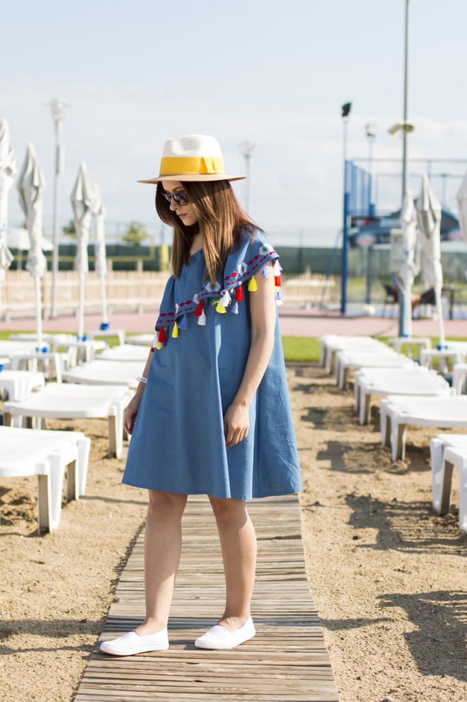 rochia din denim cu volane