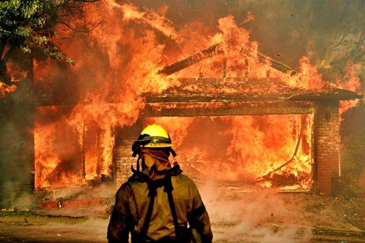 Yangın sırasında zehirli gazlardan etkilenmemek için yere uzanmalısınız, ayakta durursanız bayılırsınız.
