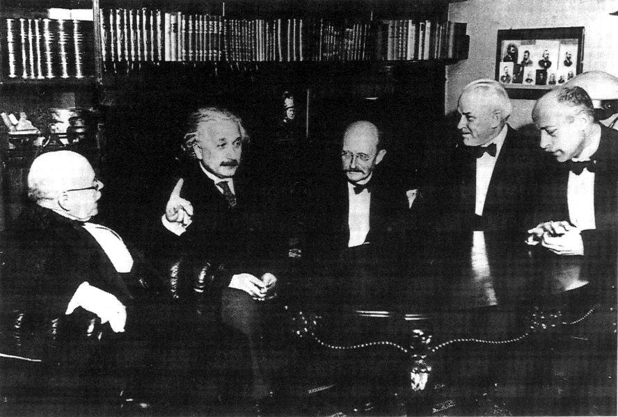 Resultado de imagen para Debates Pre - Revolucionarios Niels Bohr y Albert Einstein