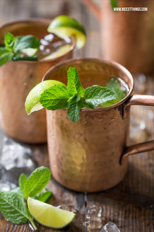 Moscow Mule Rezept mit Gin im Kupferbecher #moscowmule #cocktails #drinks #silvester #gin #silvesterdrinks #kupferbecher #cocktailrezepte