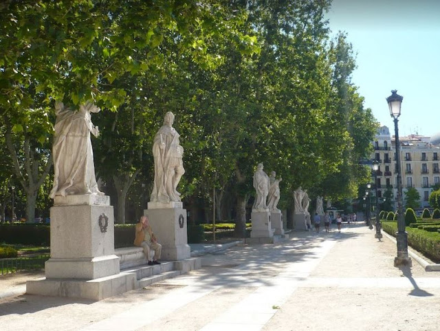 Statue in Plaza de Oriente