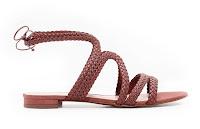 Kahverengi renkte, deri örgülü bayan sandaleti