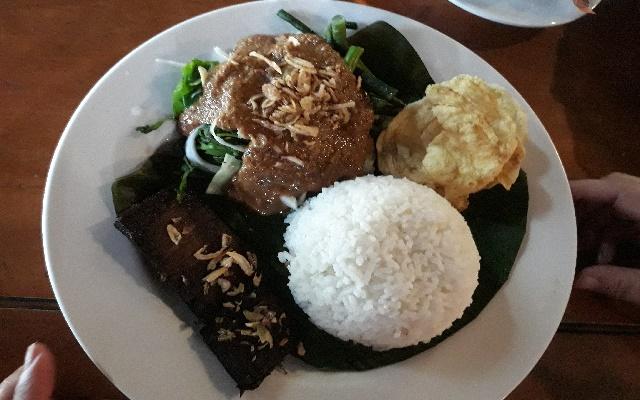 10 Tempat Wisata Kuliner Enak Di Cimahi Wajib Anda Coba