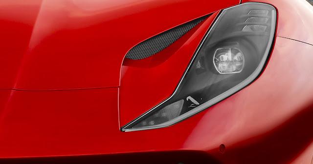 フェラーリ「812スーパーファスト」を発表!最新のV12エンジンを搭載したF12ベルリネッタの後継モデルに。