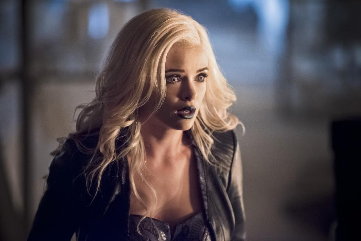 The Flash - Season 2 Episode 22: Invincible