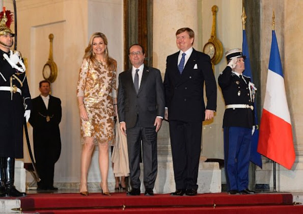 French President Francois Hollande welcomes Queen Maxima of the Netherlands and King Willem-Alexander of the Netherlands prior the state dinner